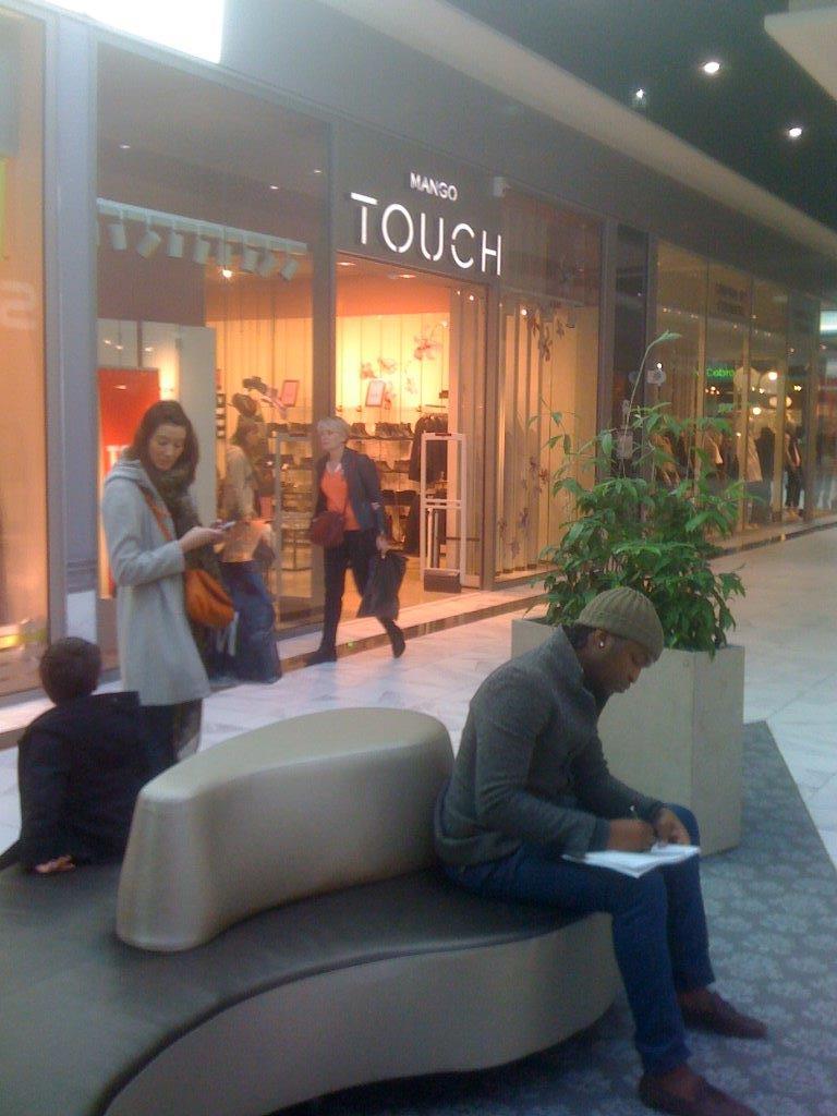 rives d arcins boutiques latest foto de boutique orange bgles rives duarcins with rives d. Black Bedroom Furniture Sets. Home Design Ideas